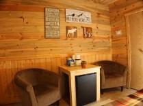 Queen cabin sitting area