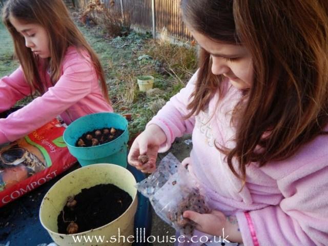 Kaycee and Ella planting summer bulbs