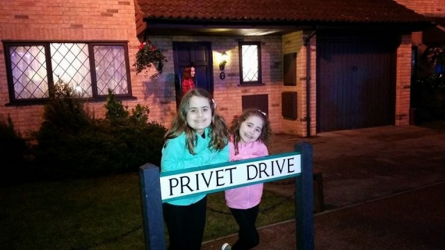 Harry Potter Studio Tour - Kaycee and Ella behind the Privet Drive sign