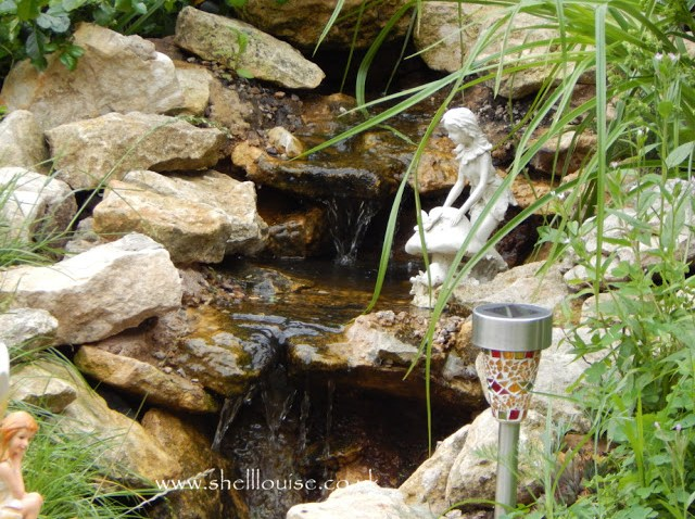 froggy friends - Stone waterfall