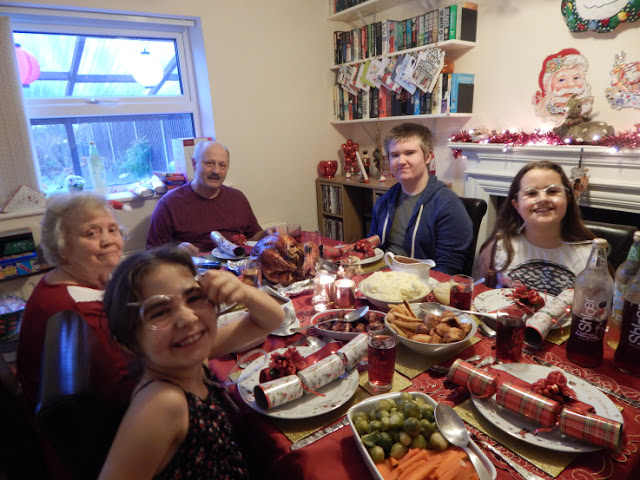 Ant, Aiden, KayCee, Ella and nanny at the dinner table