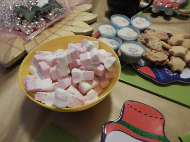 Marshmallows and shortbread Christmas shapes