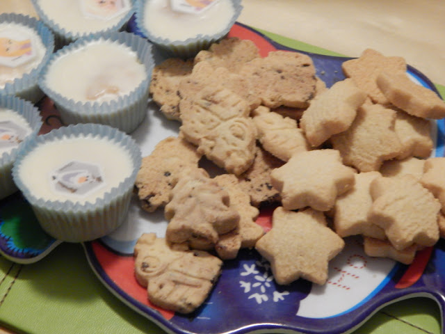 Shortbread Christmas shapes and Disney's Frozen cakes