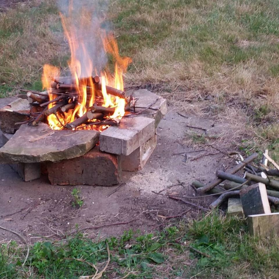 s'mores campfire