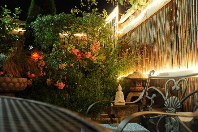 lighting in the garden - easy ways to enjoy outdoor living for longer