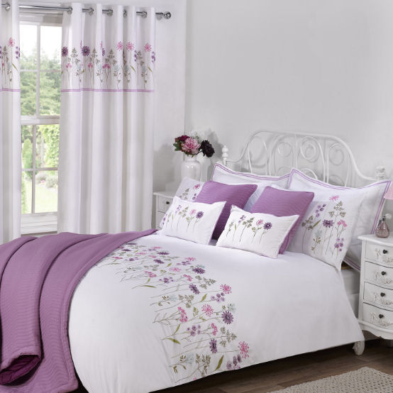Julian Charles bedding with lilac flowers
