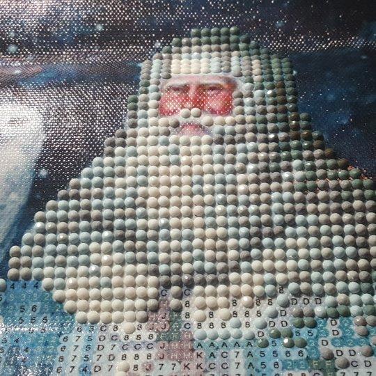 Diamond painting Santa - October 1 day 12 pics