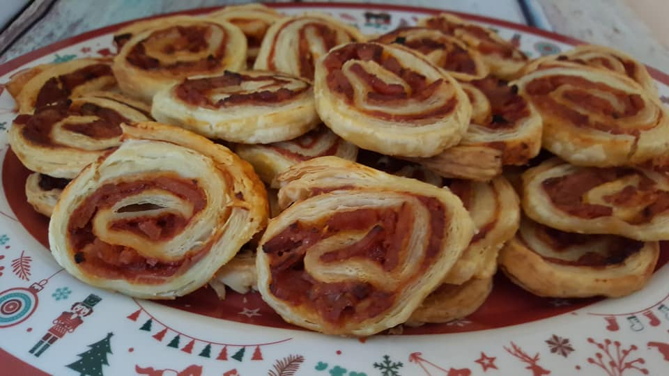 puff pastry swirls with bacon and tomato