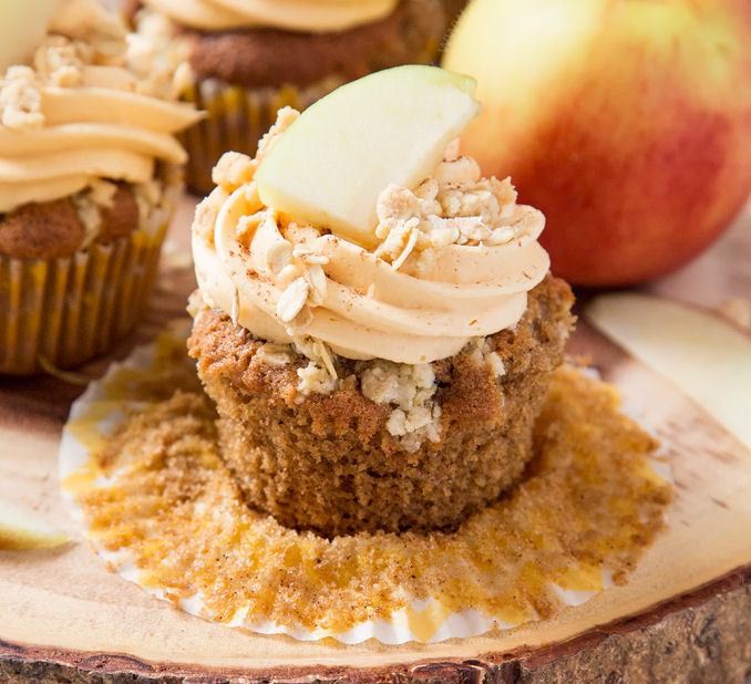 apple crumble cupcake