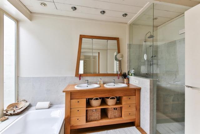 luxe look bathroom