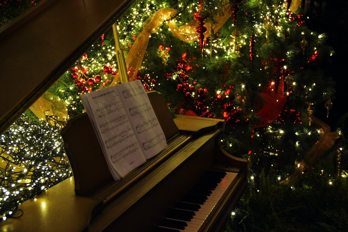 piano by the Christmas tree - Christmas music