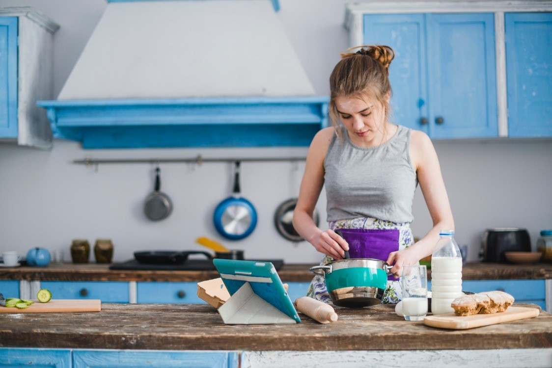 woman using kitchen gadgets