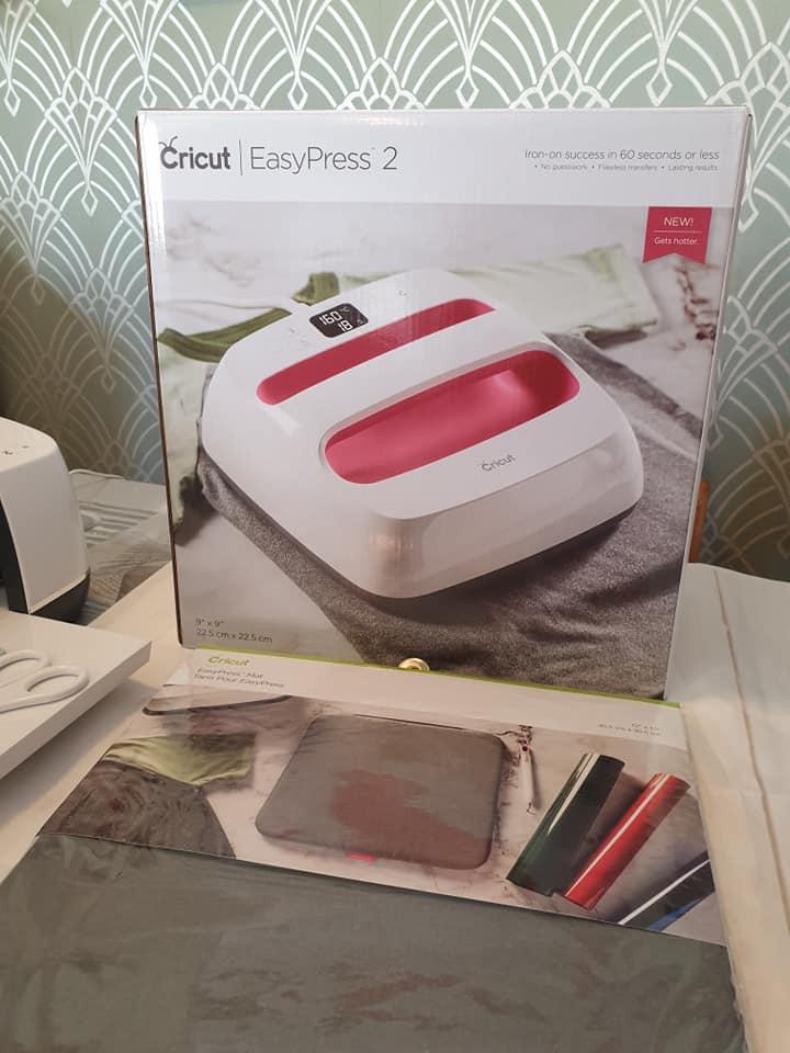 Cricut EasyPress 2 and EasyPress mat