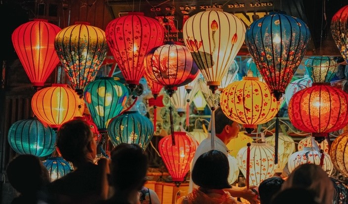 people looking at Chinese lanterns - festivals in Asia