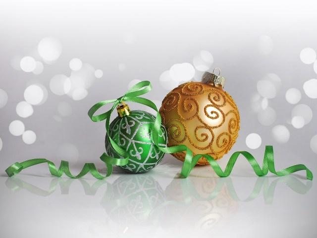 Christmas baubles - Moonpig Christmas