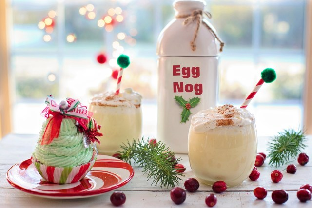 Eggnog drinks and Christmas cupcake