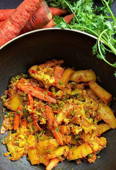 Aloo gobhi gajar matar ki sabzi|Mix veg sabzi recipe 3