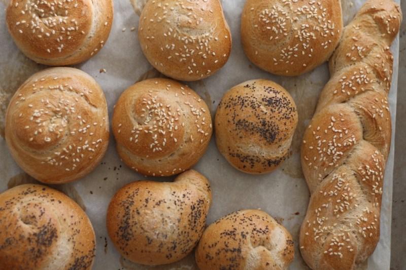 Bread rolls & challahs