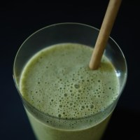 Celery, apple & basil smoothie