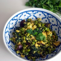 Peas, Shiitakes & Spinach Scramble