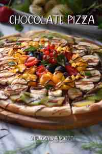 A savory pizza topped with chocolate spread and seasonal fruits.