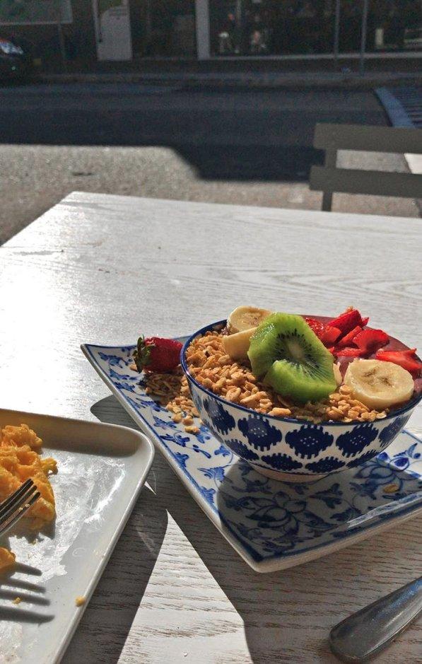yogurt-bowl-swell-cafe-bondi-beach