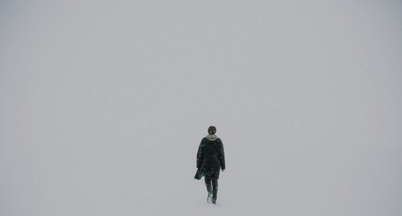 lone-walker-black-white