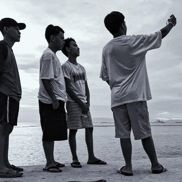 Street Photography in Manila, Philippines - Boys Having a Selfie