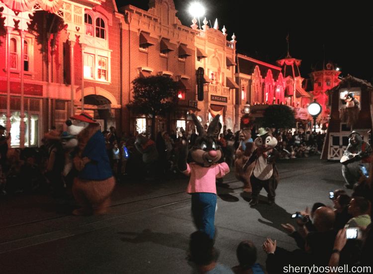 Tips for mickey's not so scary halloween party: don't miss the Boo to You parade, especially the Headless Horseman