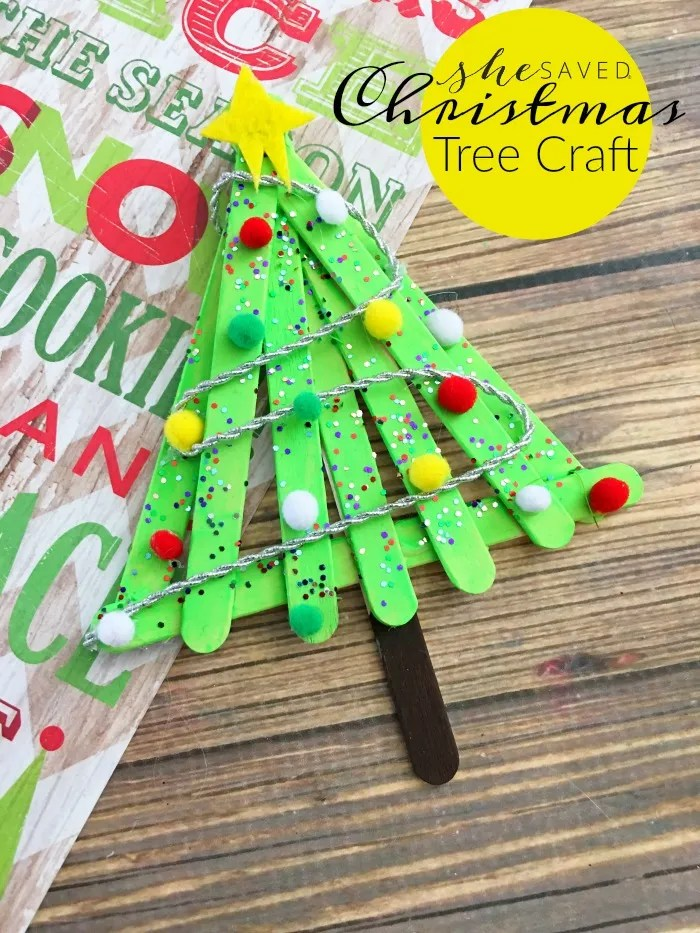 Here's a super fun and really easy Christmas Tree Craft to do with the kids!