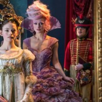 Interview with Mackenzie Foy (Clara) from Disney's THE NUTCRACKER AND THE FOUR REALMS!