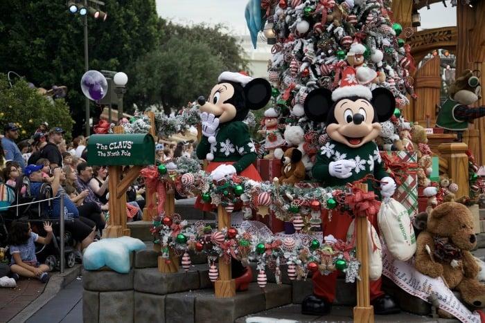 Holiday-Parade-Mickey Mouse