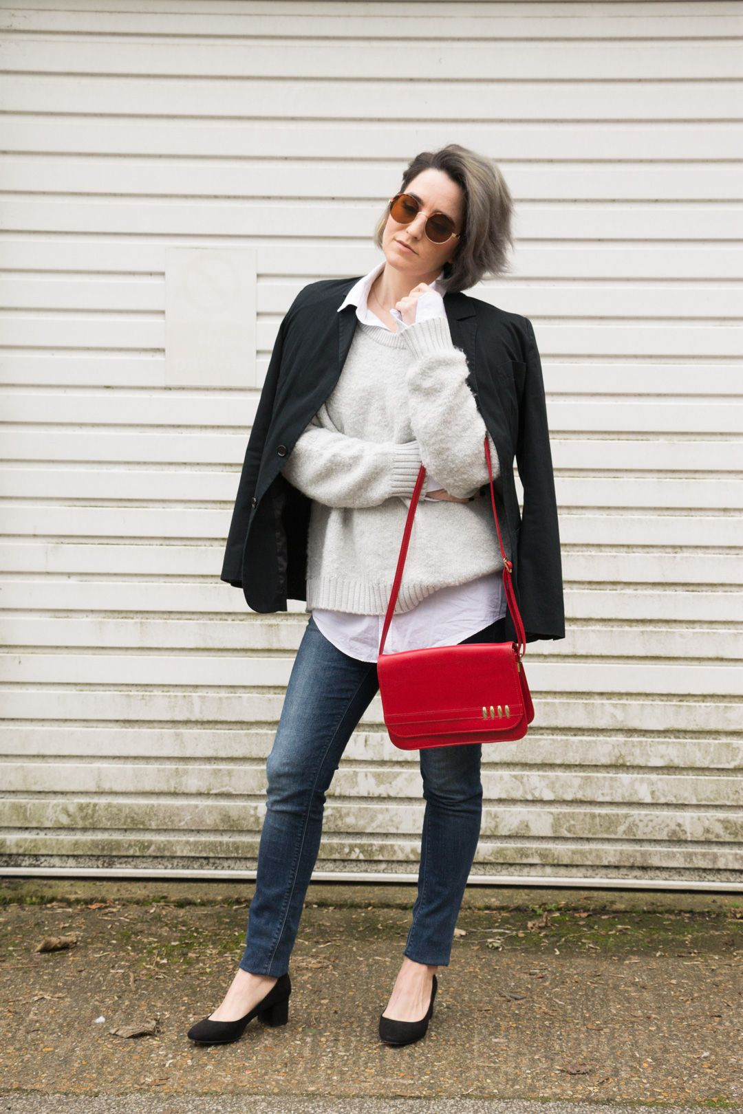 She talks Glam | Fluffy GAP Sweater | Red Vintage Bag