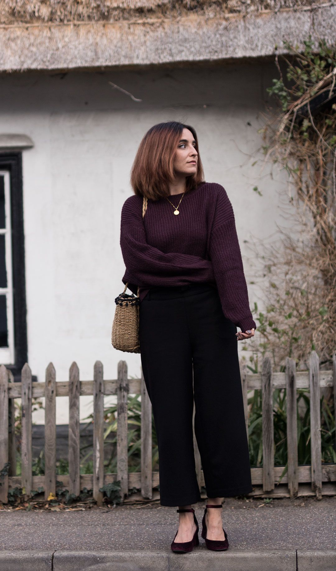 How to make the most of your summer wardrobe in autumn | #Fallfashion | #culottes | How to style culottes in winter | #effortlesschic | #raffiabag | #basketbag | #netbag | #meshbag | #balloonsleeves | #autumnoutfit | #outfitinspiration | She talks Glam | Saida Antolin | #summerpiecesforfall | How to transition your wardrobe into fall | #falloutfit | #classiclook | #chiclook | Cambridge Fashion | #minimalchic | #blackculottes | #ZARA | #anklestrapheels| #widelegtrousers