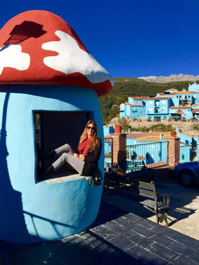 < Blue mushroom smurf house in Juzcar is one of my interesting travel stories >