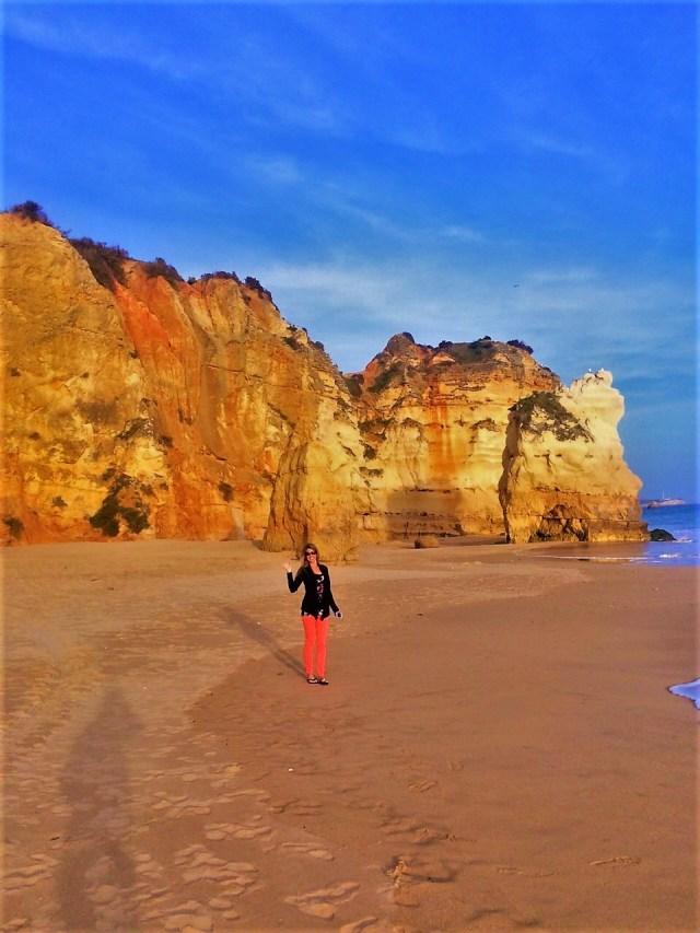 < Praia da Rocha >