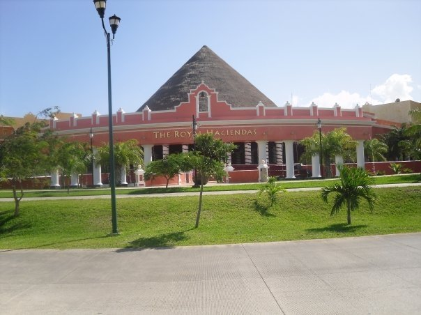 < Royal Haciendas >