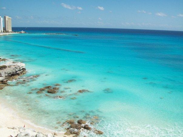 < Cancun's blue water >