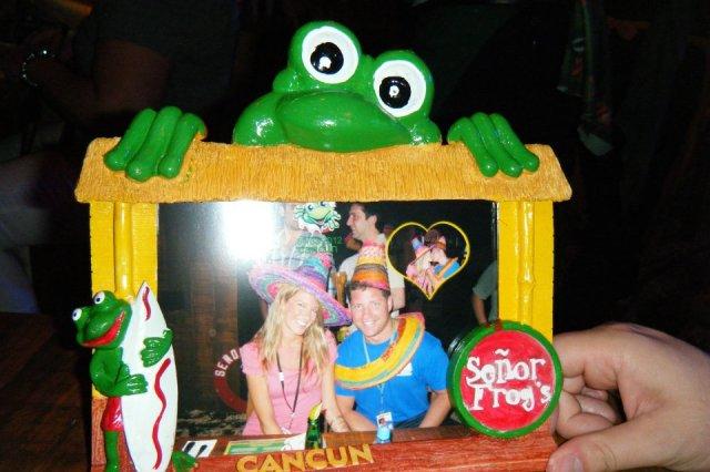 < Senor Frog's >