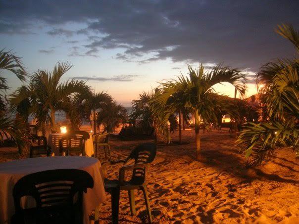 < Acapulco Beach Restaurant >