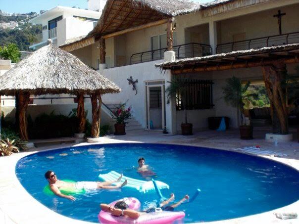 < Villa in Acapulco >