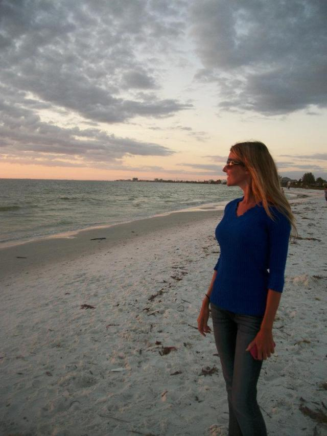 < Fort Myers Beach >