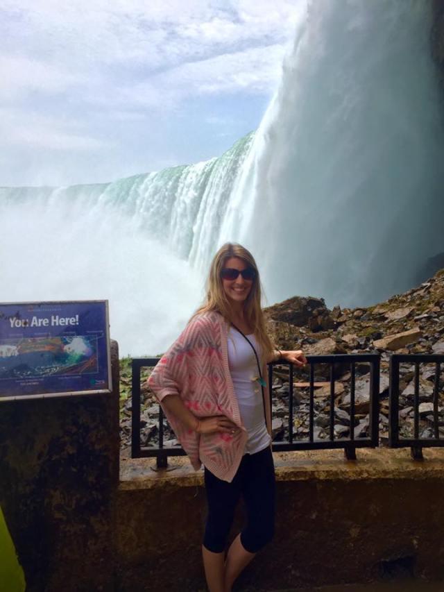 < Niagara Falls >