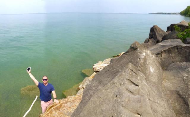 < Lake Ontario >