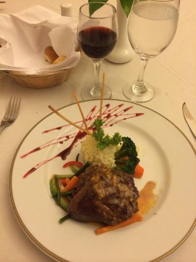 < Don't stay at an all-inclusive resort: food is usually unhealthy >