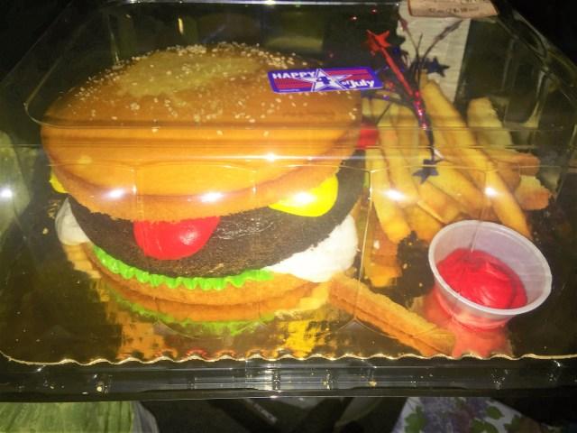 < Cheeseburger and Fries Cake >
