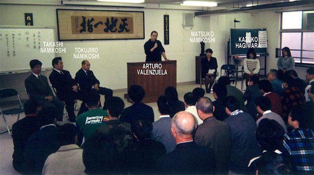 rturo Valenzuela Sensei Conferencia en Escuela de Shiatsu Japón con Tokujiro Namikoshi, Matsuko Namikoshi y Takashi Namikoshi