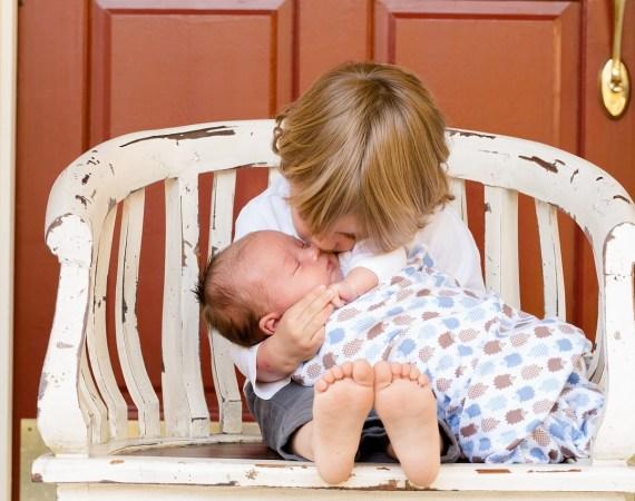 زیادہ پیار اور توجہ کے مستحق بچے ڈاﺅن سینڈروم