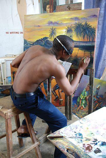 日曜の朝、美術学部の様子を見に行くと、ゴケが課題にとりかかっていた。