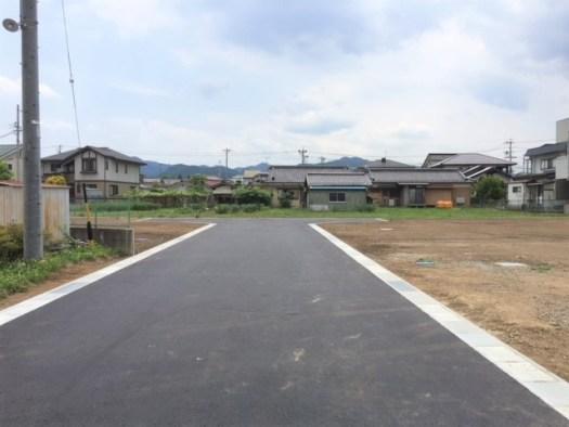 分譲地内の開発道路(幅員6m)北から南側に撮影 R1.6.19